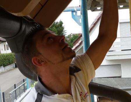 Dachgesims außen neu streichen